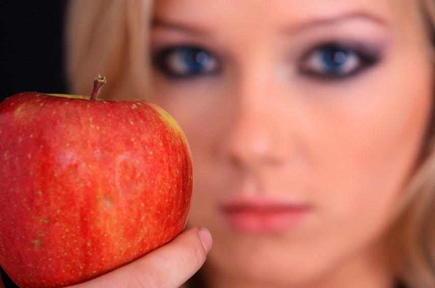 Perché mangiare una mela al giorno fa bene