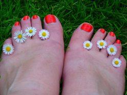 Cattivo odore dei piedi: 5 validi rimedi naturali