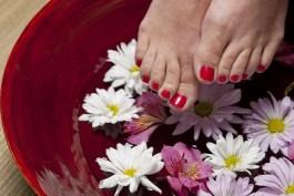Pedicure rilassante fai da te: via lo stress e piedi più belli