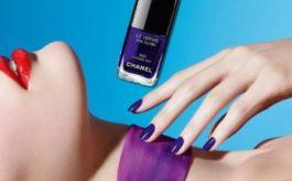 Smalto blu: come portarlo e su quali unghie sta bene