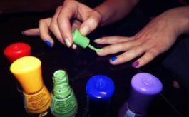 Smalto verde: come portarlo e su che unghie sta bene?