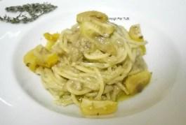 Troccoli con crema di pane alle acciughe e datterini gialli