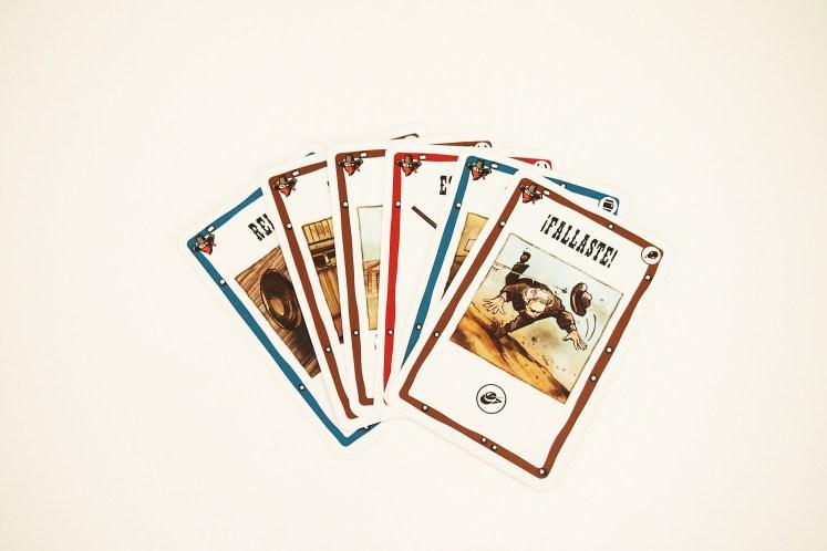 El turno de cada jugador comienza con el robo de dos cartas.