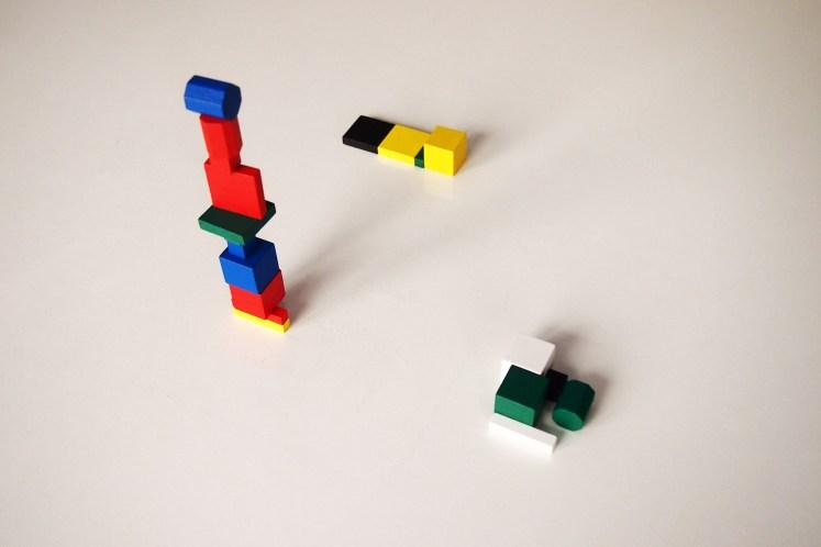 La partida finaliza en el momento en que alguien se quede sin piezas, convirtiéndose en el ganador.
