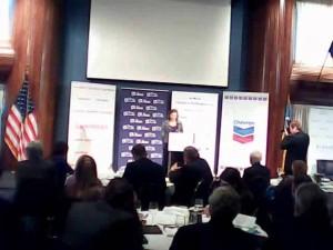 Secretario de Estado Adjunto para Asuntos Europeos, Victoria Nuland, en declaraciones a los líderes de negocios de Ucrania y otros en el National Press Club en Washington el 13 de diciembre de 2013, en una reunión patrocinada por Chevron.