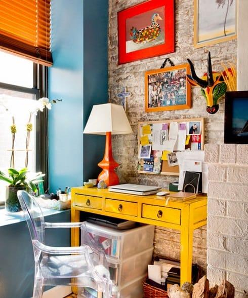 home-office-colorido-pequeno-e-decorado