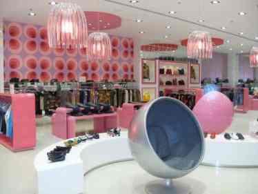 Decoração de loja de roupas moderna