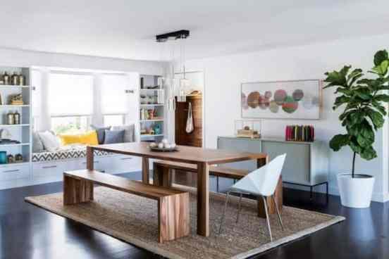 sala de jantar simples com bancos e tapete