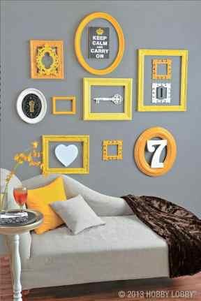usar amarelo nas molduras decoracao sala