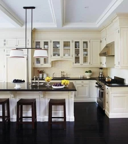 28 cozinha americana com piso preto moveis brancos