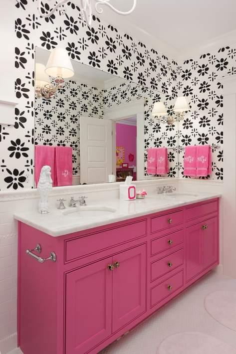 banheiro feminino com movel rosa antigo