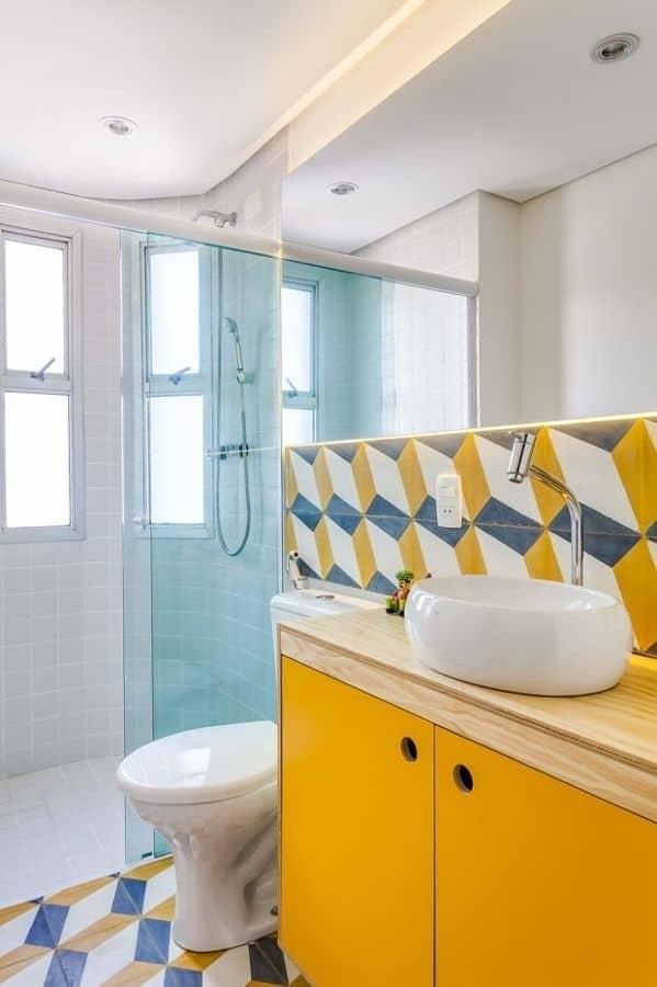 16 Ideias de Decoração com móvel colorido no banheiro Fotos -> Banheiro Pequeno Revestimento