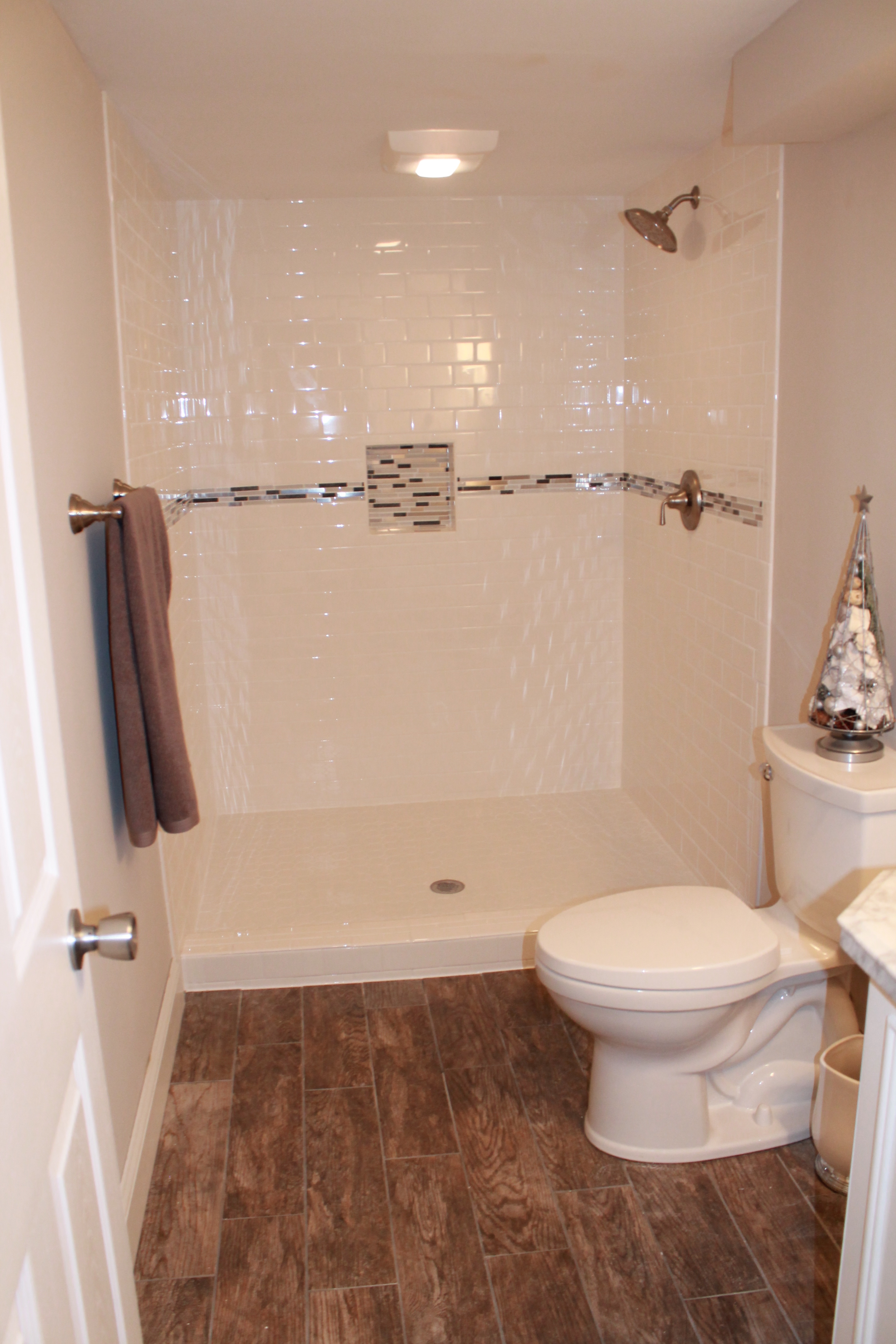 subway tile with mosaic accent strip