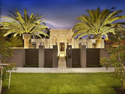 Luxury-Fence-Design-For-Tropical-Home