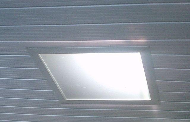 Luminária Plafon embutida em forro de PVC