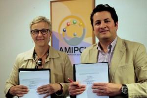 Mónica Duhem, representante legal HearColors y Julio César Vega, director de la Amipci