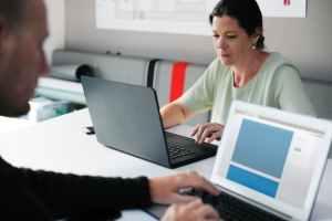 sole proprietor trading partnership entrepreneurs analyzing enskilda näringsidkare handelsbolag kommanditbolag analys