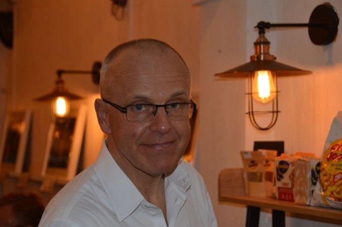 Staffan Herrström, Sveriges ambassadör i Thailand, gästade Cajutan på premiären