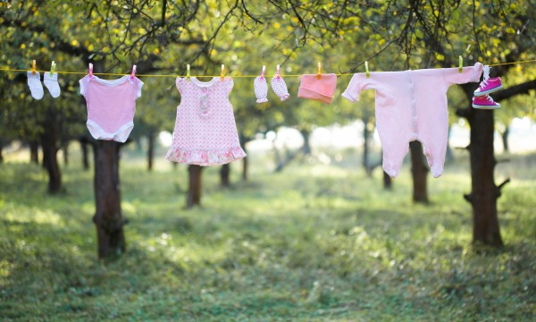 how-to-wash-baby-clothes-1427734694-600x360