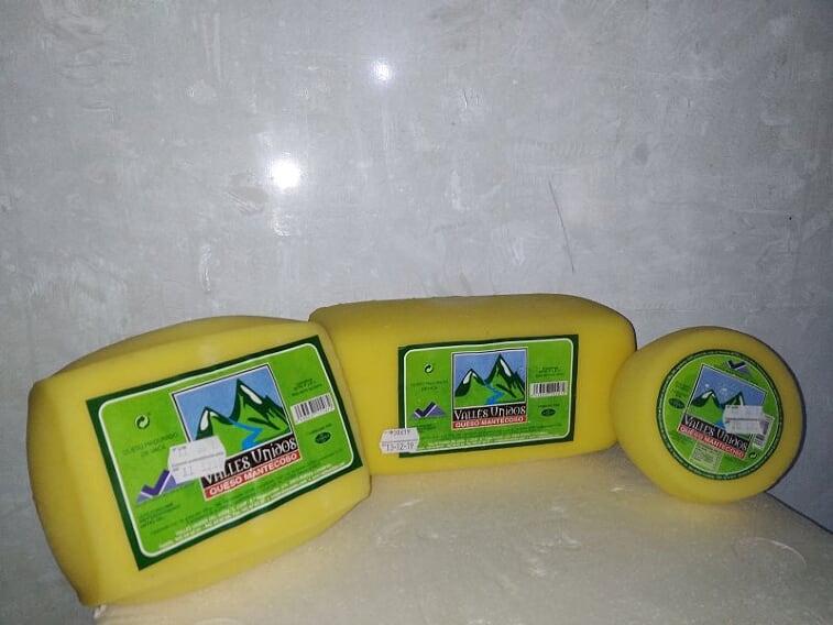 Producto: leche en brik, en sus variantes de entera, semidesnatada y desnatada. Queso de nata(100% leche de vaca). Queso fresco y mantequilla. Disponible en grandes superficies y a través del distribuidor oficial (Juan Carbón). También en nuestras instalaciones.