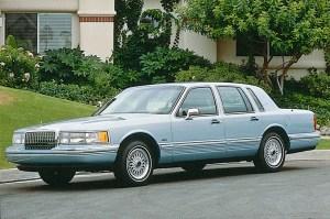 199097 Lincoln Town Car | Consumer Guide Auto