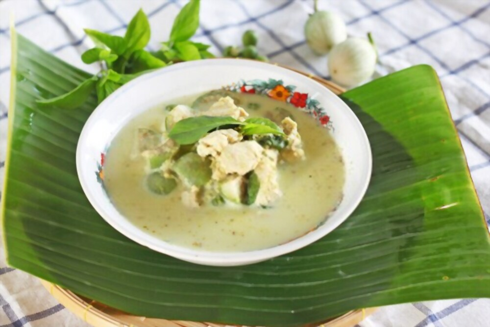 Low carb chicken coconut curry