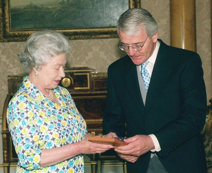 queen-elizabeth-ii-in-diplomatic-meeting-with-her-prime-news-photo-618364766-1563816724