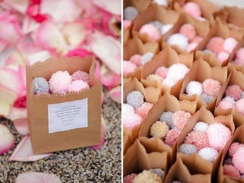 salida-ceremonia-boda-pompones