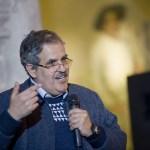 Carlos Abel Amaya imparte cátedra de la biblia a través de sus monedas