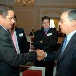 Citan a declarar a Uribe y a Vargas Lleras por caso de corrupción en Colombia