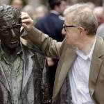 Plataforma feminista pide retirar una estatua de Woody Allen en norte España