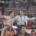 Macías corta dos oreja y se indulta un toro al rejoneador español Cartagena