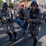 """Maduro condena """"ataque"""" a caravana de opositor Falcón y dice hay 17 detenidos"""
