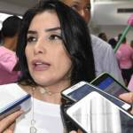 Senadora colombiana electa acusada por compra de votos se entrega en Bogotá