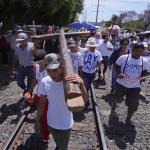 Trump dice que DACA está muerto y urge a México a frenar caravana migratoria