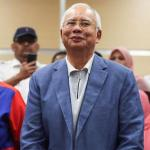 La policía malasia registra la casa del ex primer ministro