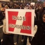 Cientos de personas piden en nueva manifestación cierre del Congreso peruano
