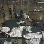Jueza federal de EUA ordena reunificar a familias migrantes