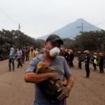 Unas 10 comunidades están incomunicadas por lahar en un volcán de Guatemala