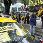 Taxistas vuelven a bloquear centro de Buenos Aires para protestar contra Uber