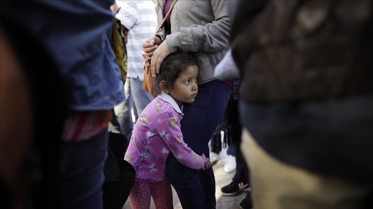 Image result for una veintena de niños brasileños son reunidos con sus padres en EE.UU