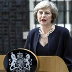 """May advierte de que sin su plan existe riesgo de acabar sin """"brexit"""""""