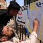 Cierran los colegios electorales en Pakistán en una jornada con 31 muertos