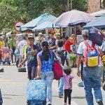Canciller colombiano analiza con comerciantes la crisis por éxodo venezolano