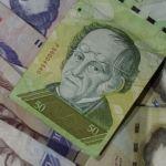 Venezuela reconvertirá su moneda en medio de torbellino económico y social