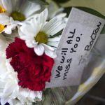 """Flores, """"respeto"""" y honores, las primeras despedidas a John McCain"""