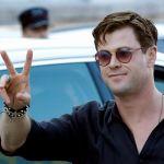 Chris Hemsworth se da un baño de masas a su llegada a San Sebastián