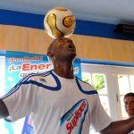 Cubano Erick Hernández estableció nuevo récord de dominio del balón