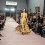 El nuevo diseñador de Carolina Herrera acapara la atención en Nueva York