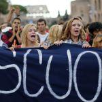 Miles de estudiantes protestan en Italia contra las políticas del Gobierno